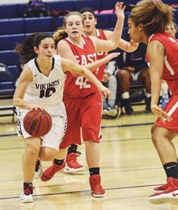 Anna Accardo dribbles through defenders