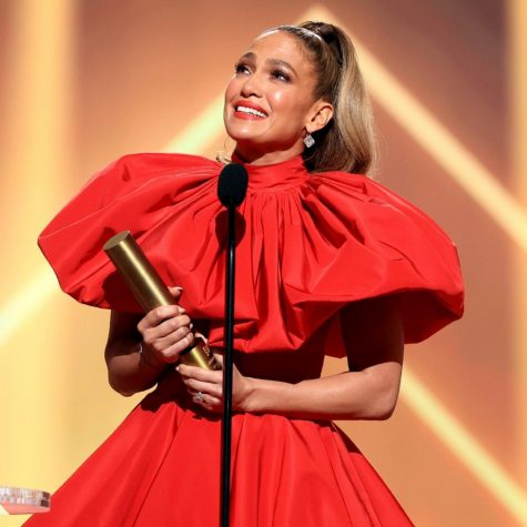 Jennifer Lopez inspires viewers as she accepts the People