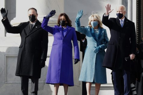 Captured by the LA Times, the picture shows the new presidential family happy and waving.