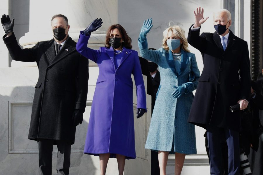 Captured+by+the+LA+Times%2C+the+picture+shows+the+new+presidential+family+happy+and+waving.